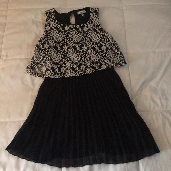 Dresses & Skirts - black and white sleeveless dress